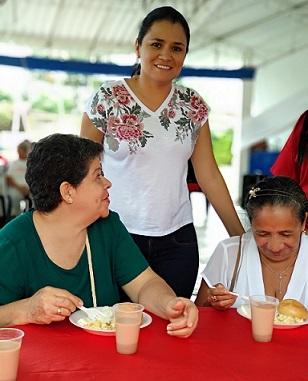 'Un desayuno con amor' para adultos mayores se realizó en Corinto