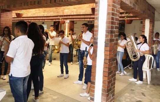 Con música fueron recibidos usuarios de servicios de salud en Corinto