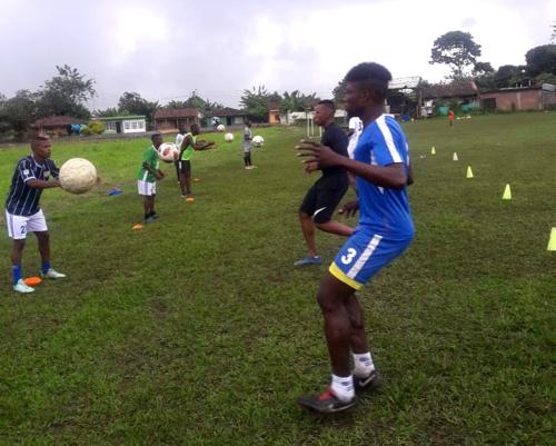 Jóvenes de Guachené cuidan su salud a través de la práctica de actividades físicas