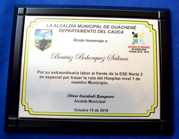 Reconocimeinto de la Alcaldía de Guachené a Beatriz Bohórquez Salinas, gerente de la ESE Norte 2