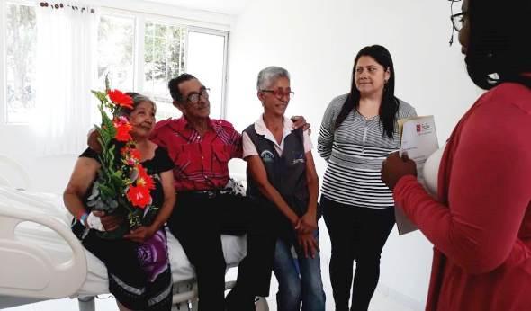 Bodas de Oro le celebraron a doña Graciela y su esposo en hospital de Caloto